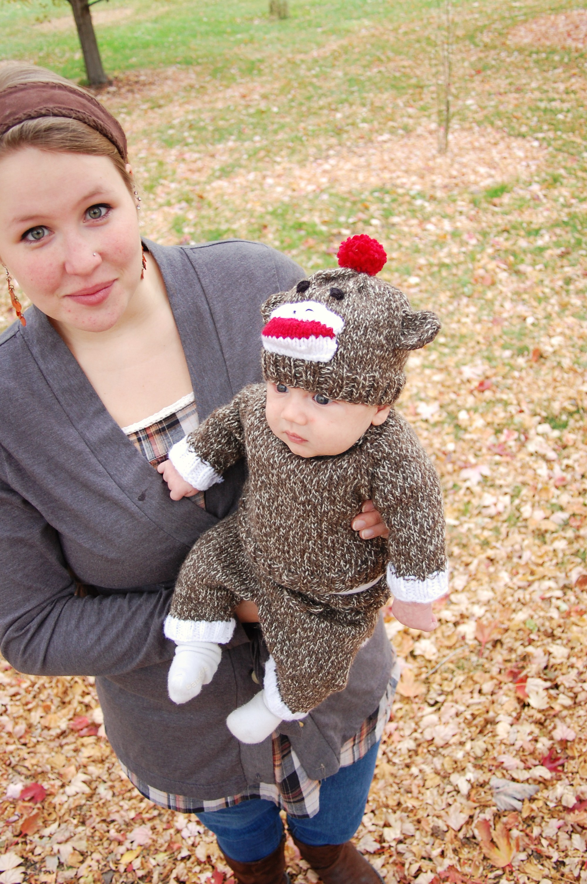 happy halloween from the little sock monkey | knittybutton