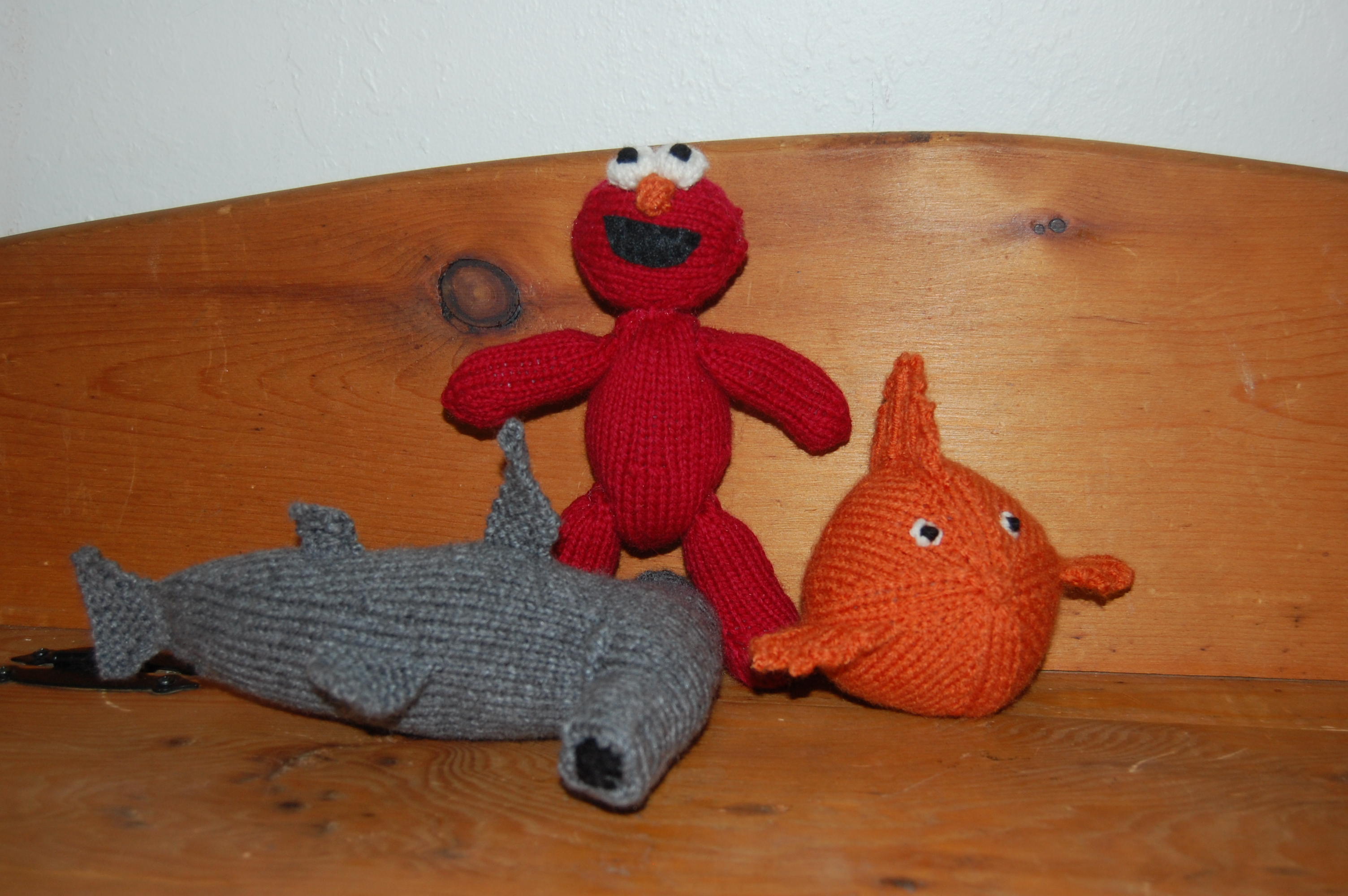 Elmo shark goldfish knittybutton i couldnt find any really fuzzy bright red yarn that would work for elmo so i was hoping that the face would be elmo enough to pass as soon as sam saw bankloansurffo Gallery